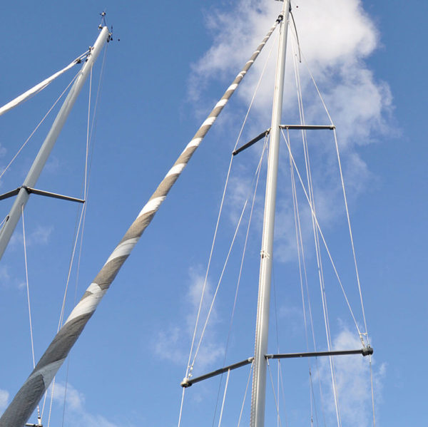 1052-Spreader-boot-on-sail-boat-mast